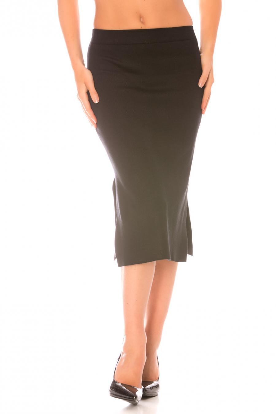 Sheath skirt slit at the bottom Black. F916
