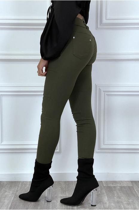 Pantalon slim kaki avec poches et boutons avec faux diamant