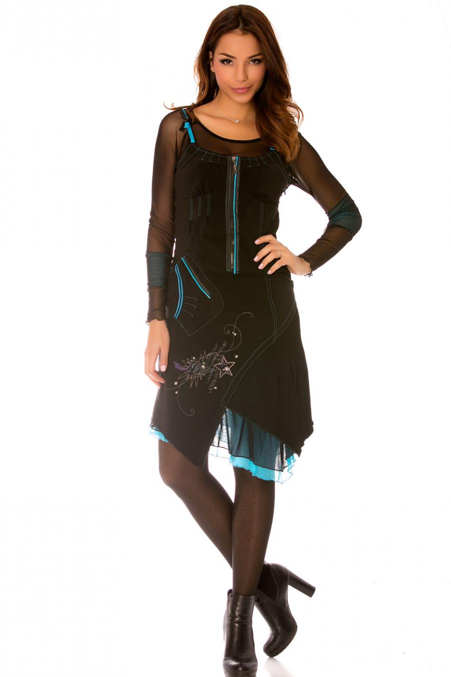 Robe noir à manches longues en tulle avec broderie, motifs et empiècement bleu. 949