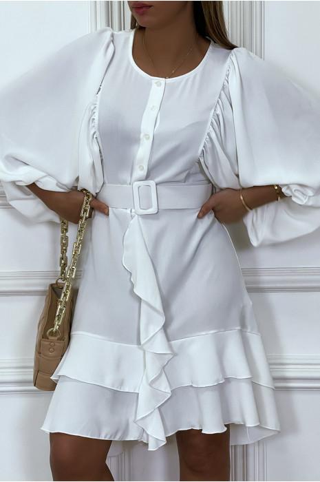 Robe chemise blanche avec manches bouffante volants et ceinture