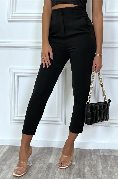 Pantalon noir coupe carotte cintré à la taille avec poches