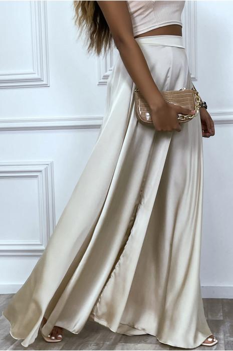 Longue jupe beige satiné avec fente et élastique à la taille
