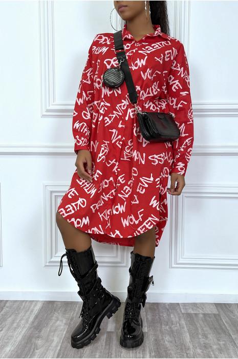 Longue chemise oversize rouge avec écriture