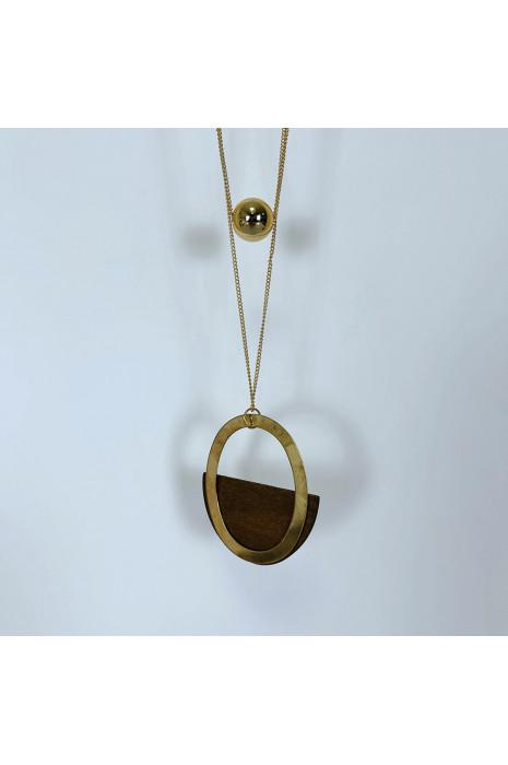 Collier doré long façon sautoir avec perle et bois