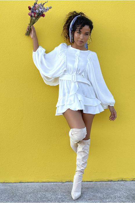 Robe chemise blanche à volants et manches chauve souris