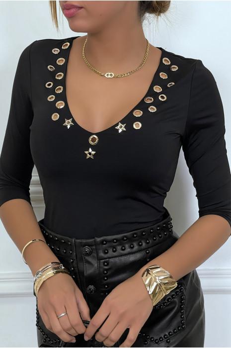 Haut noir col V avec accessoire oeillet doré au buste