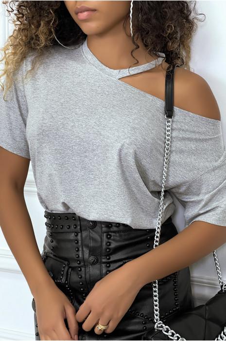 Khaki t-shirt with bare shoulder