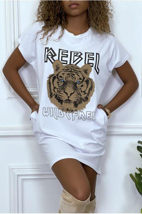 Robe t-shirt noir avec poches et écriture REBEL avec dessin de lion