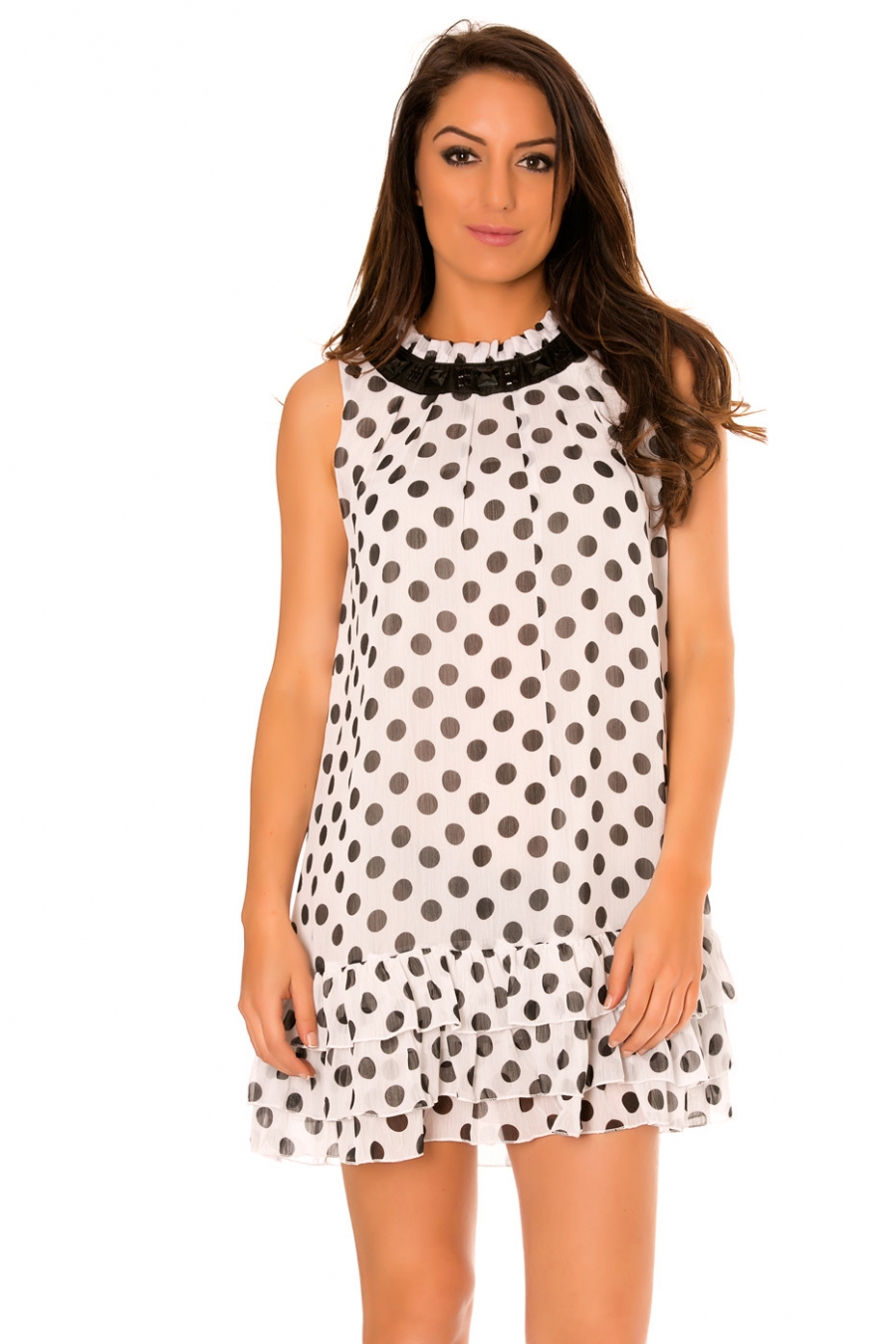 Witte doorschijnende jurk met stippen, onderaan geplooid en ronde hals. 959