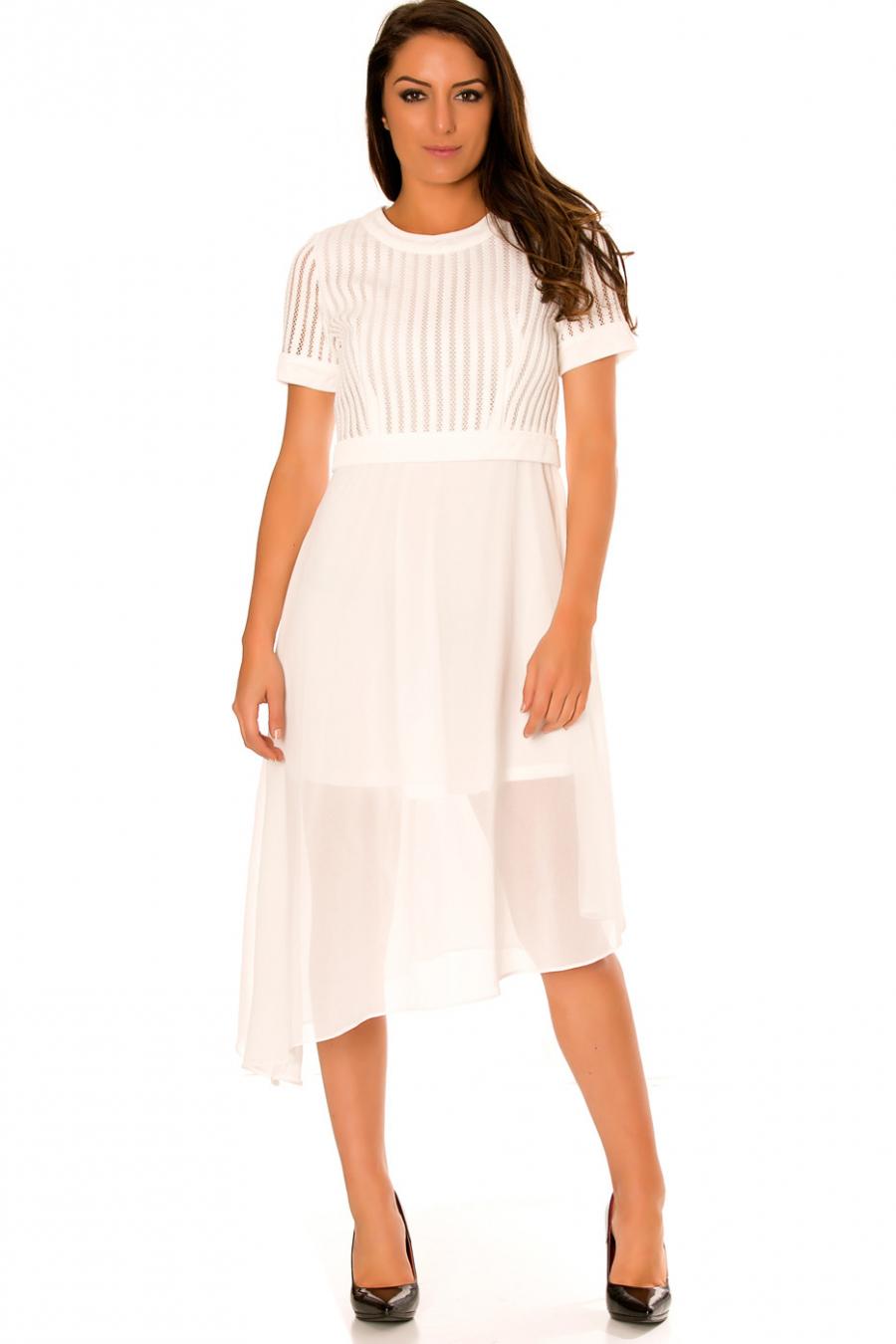 Asymmetrische witte jurk en bi-materiaal. Top met gat en doorschijnende rok. F6281