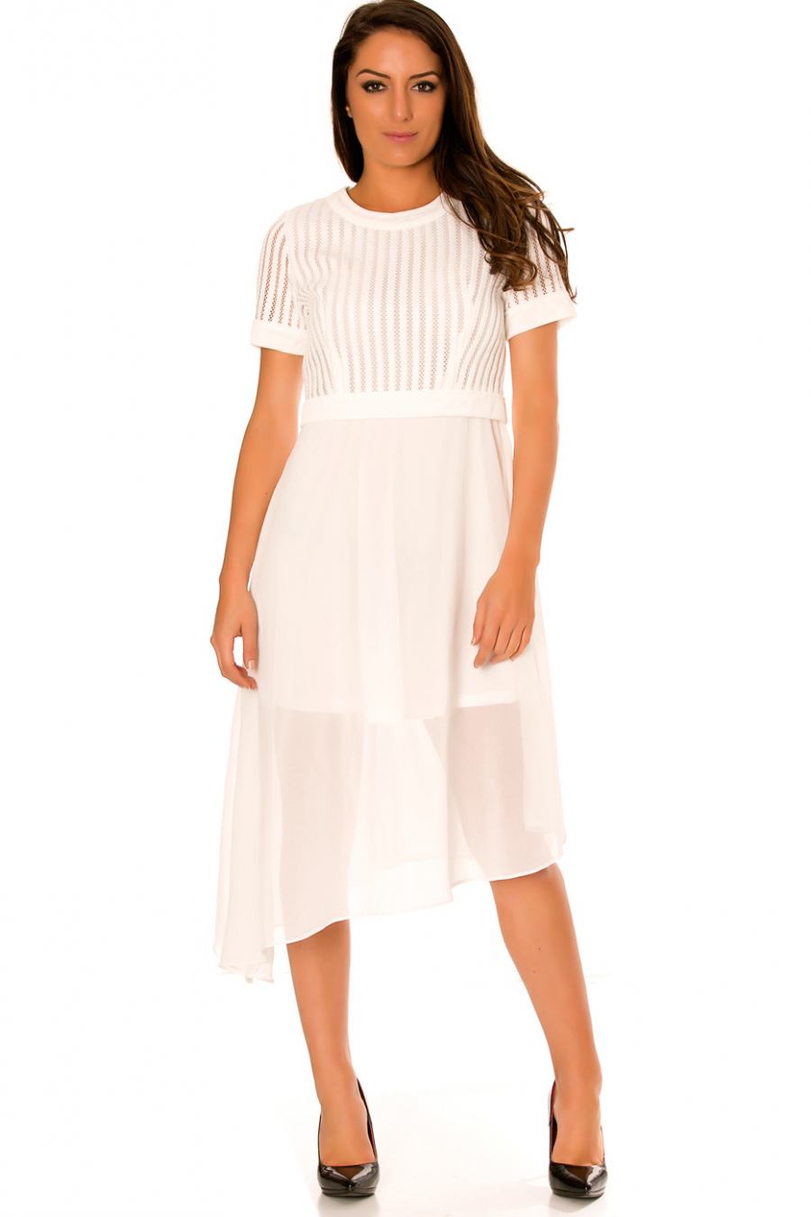 Robe blanche asymétrique et bi matière. Haut à trou et jupe en voilage. F6281