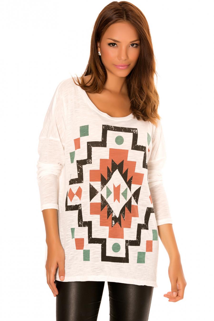 Top Blanc à col rond avec motifs forme géométrique. 531