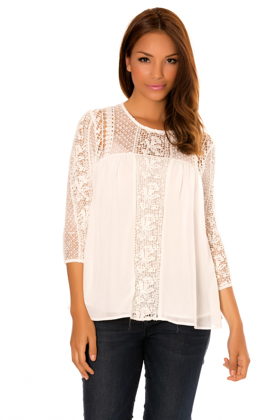 White top with 3/4 sleeves, in lace with lining. F2617
