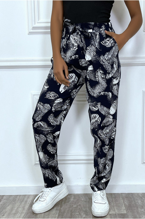Fluid pants with pockets and trendy leaf pattern