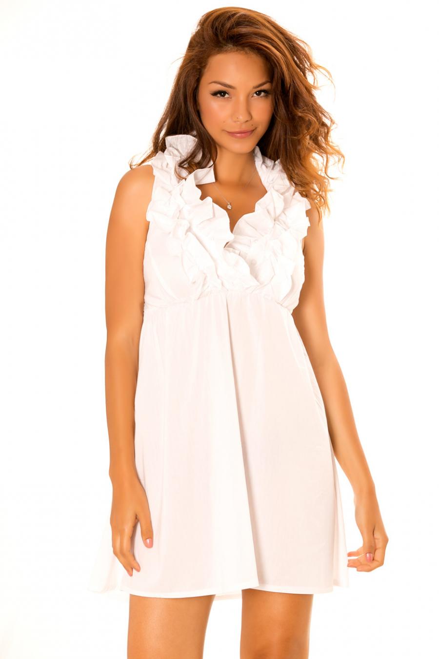 Robe blanche à col froufrou et dos nu. Robe Tendance. 930