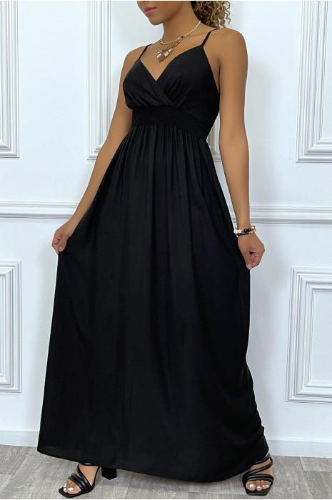 Robe longue noire décolleté cache-coeur et serrée à la taille
