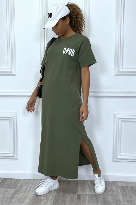 """Robe longue kaki manches courtes avec écriture""""D/or"""", avec fente"""