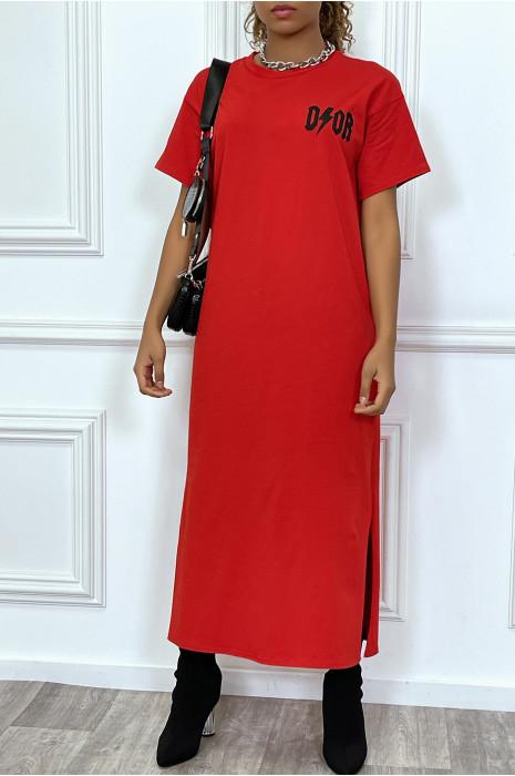 """Robe longue rouge manches courtes, écriture""""D/or"""", avec fentes"""