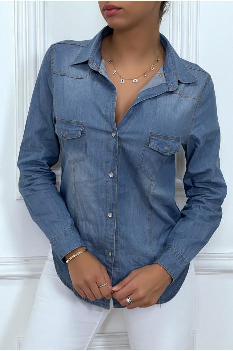 Chemise cintré en jeans avec poches au buste