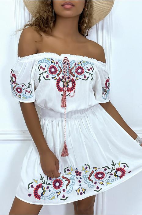 Robe d'été bustier blanches cintré avec motifs colorés et pompoms
