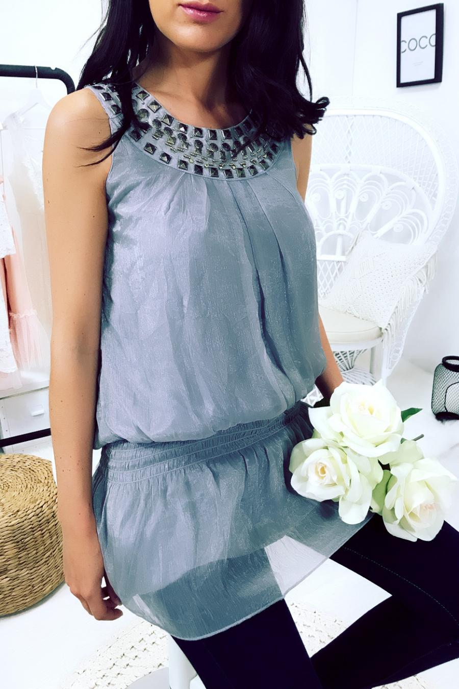 Grijze blouse met kraag met studs en elastische taille. 06512