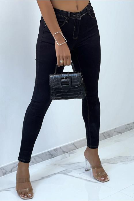 Jeans slim brute très extensible et agréable à porter avec cinq poche
