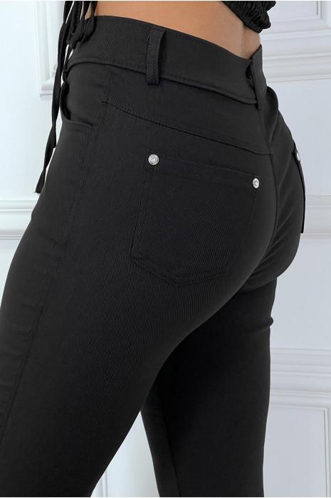 Pantalon slim noir avec poches et boutons avec faux diamant