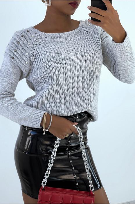 Joli pull gris épaules bombé style motard avec perles