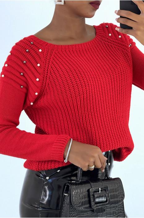 Joli pull rouge épaules bombé style motard avec perles