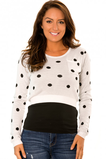 Short white sweater, with long sleeves and black polka dots. PU-895