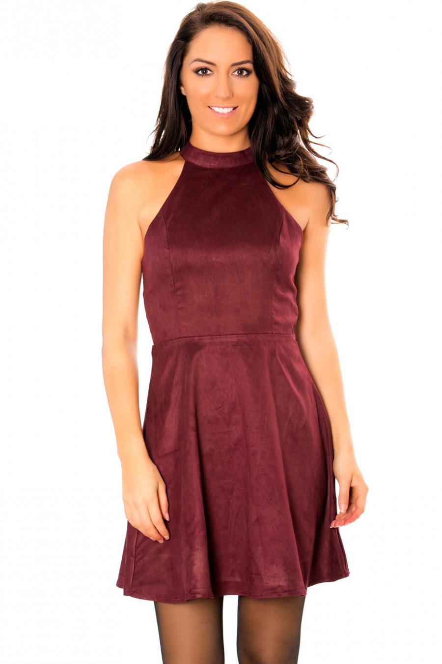 Sublime robe patineuse bordeaux style suédine avec dos à lacets croisés. E3071.