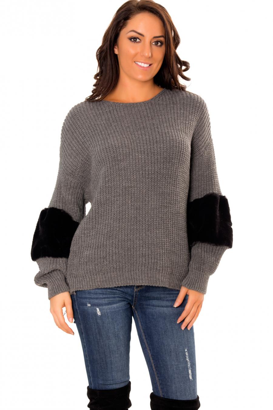 Sublime pull tricot anthracite avec fourrure synthétique ultra douce aux bras. 820.