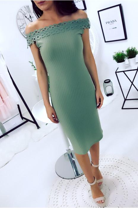 Magnifique robe kaki col bateau en dentelle. Mode femme