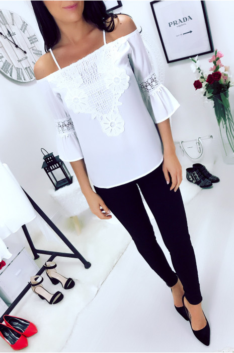 White top with thin straps and crochet neckline. 3/4 sleeves - 1376