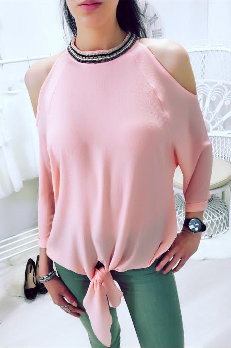 Magnifique blouse rose épaules dénudé ornée de perles au col. 1305