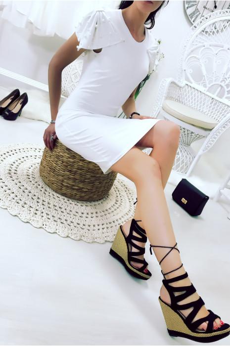 Magnifique robe blanche avec noeud papillon ornée de strass aux épaules. Wj 7951