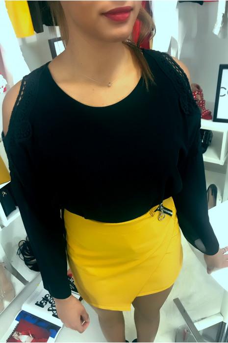 Top Noir manche long avec épaule ouvert en dentelle. Mode femme
