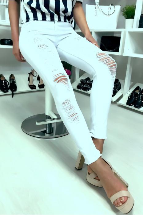 Jeans slim blanc très fashion déchiré à l'avant. Jeans blanc S2957