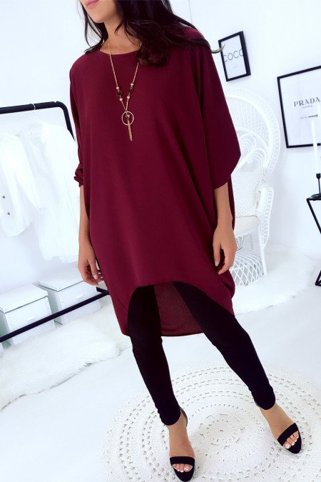 Beautiful very loose tunic in burgundy with necklace. Large and trendy. 1659