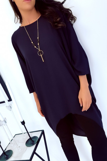 Beautiful, very loose tunic in navy with necklace. Large and trendy. 1659