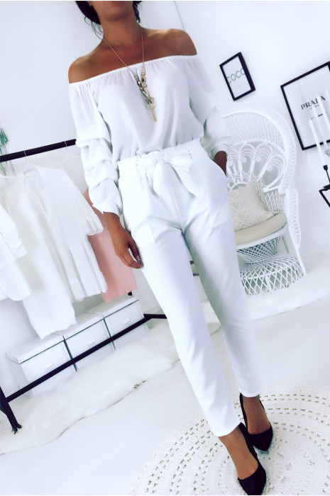 Pantalon cigarette blanc avec poches, gros passant et ceinture. 1702