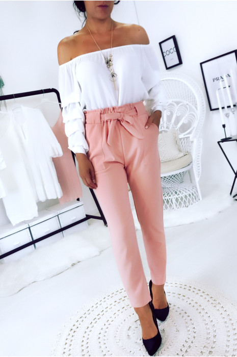 Pink cigarette pants with pockets, large loop and belt. 1702