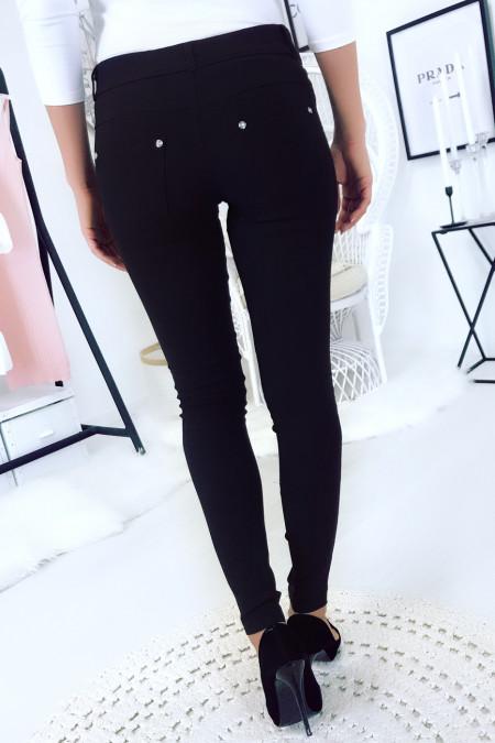 Zwarte, basic slimfit broek met voor- en achterzak