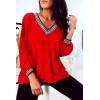 Mooie rode V-hals blouse, goud bij de kraag en mouwen. 1844