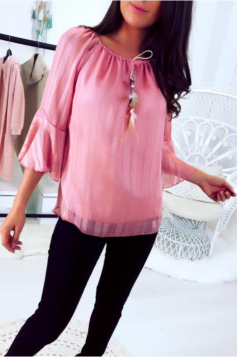 Roze blouse met verstelbare boothals en fantasieveer. 16301