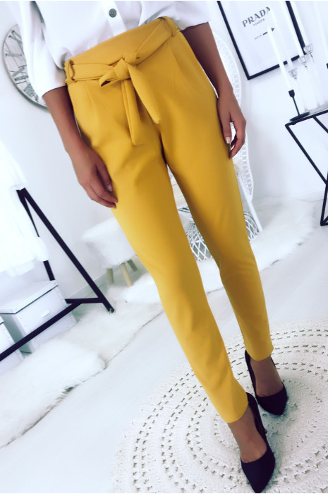 Pantalon cigarette moutarde avec poches et ceinture à nouer très fashion.1756