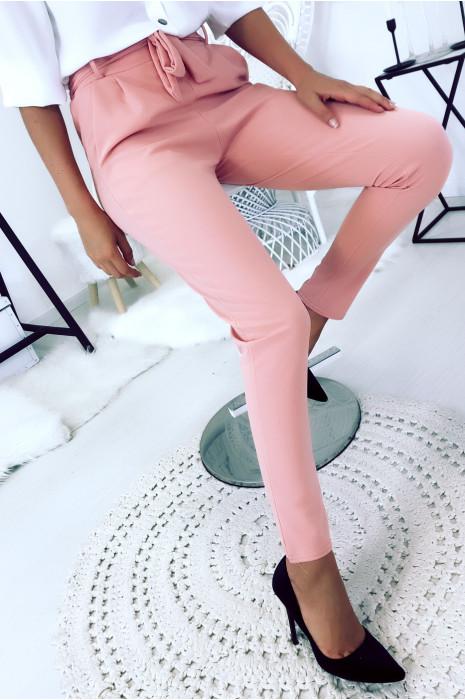 Pantalon cigarette rose avec poches et ceinture à nouer très fashion.1756