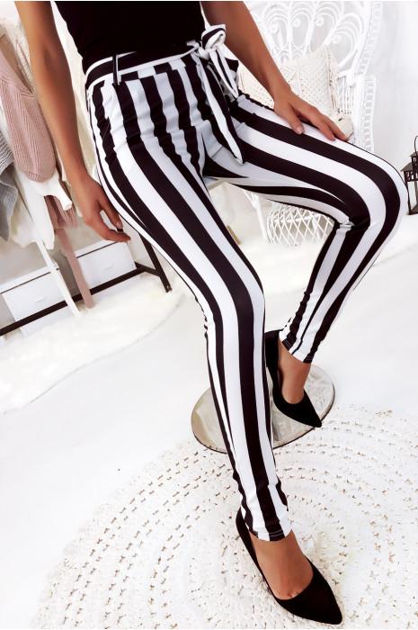 Vente Flash Pantalon carotte à rayure blanc et noir avec attache noeud. 692