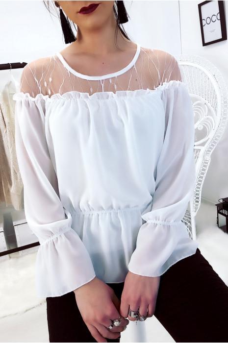 Sublime blouse blanc avec dentelle au buste. Mode femme tendance.