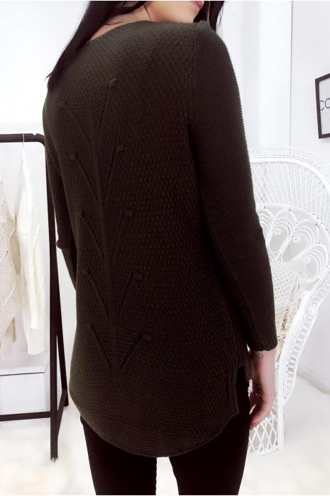 Pull kaki à fine maille tressée, asymétrique et motif au dos. 16322